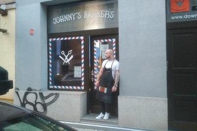Johnny´s Barbers.
